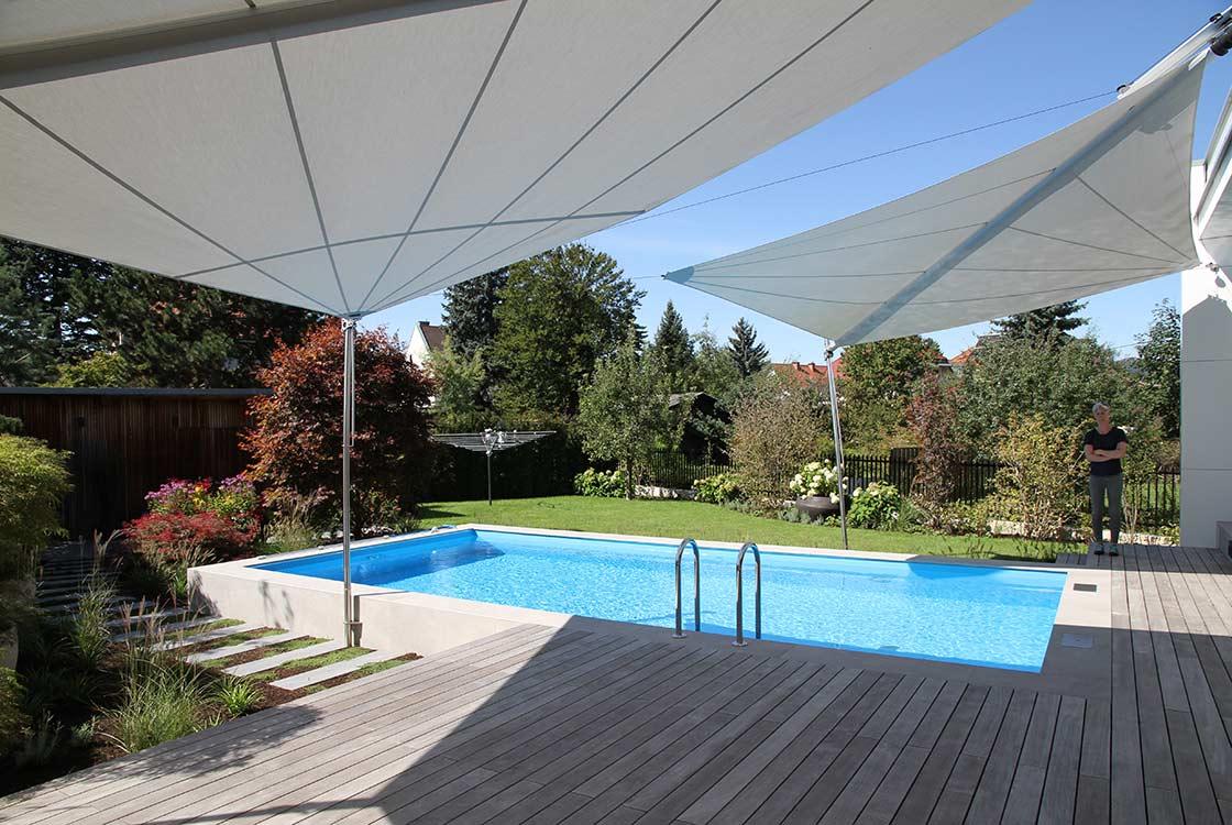 007_02-Blick-über-pool-in-Garten