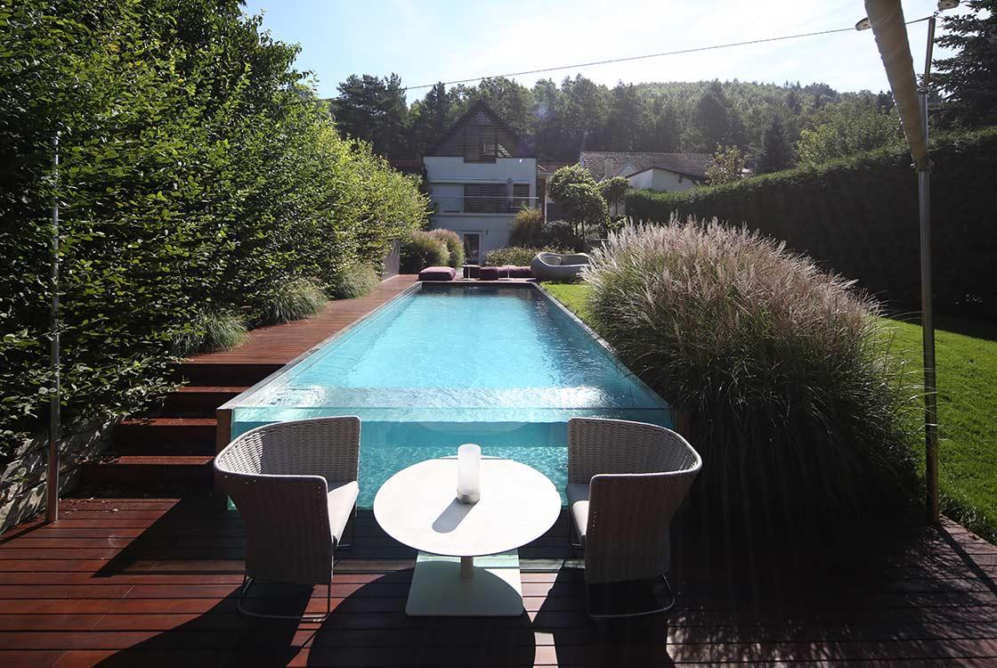 010_01_Pool-Blick-zum-Haus